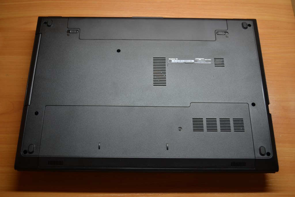 DELL Inspiron 3542, bottom view