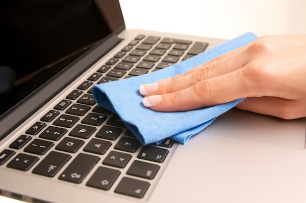 Cleaning-Laptop-Keys