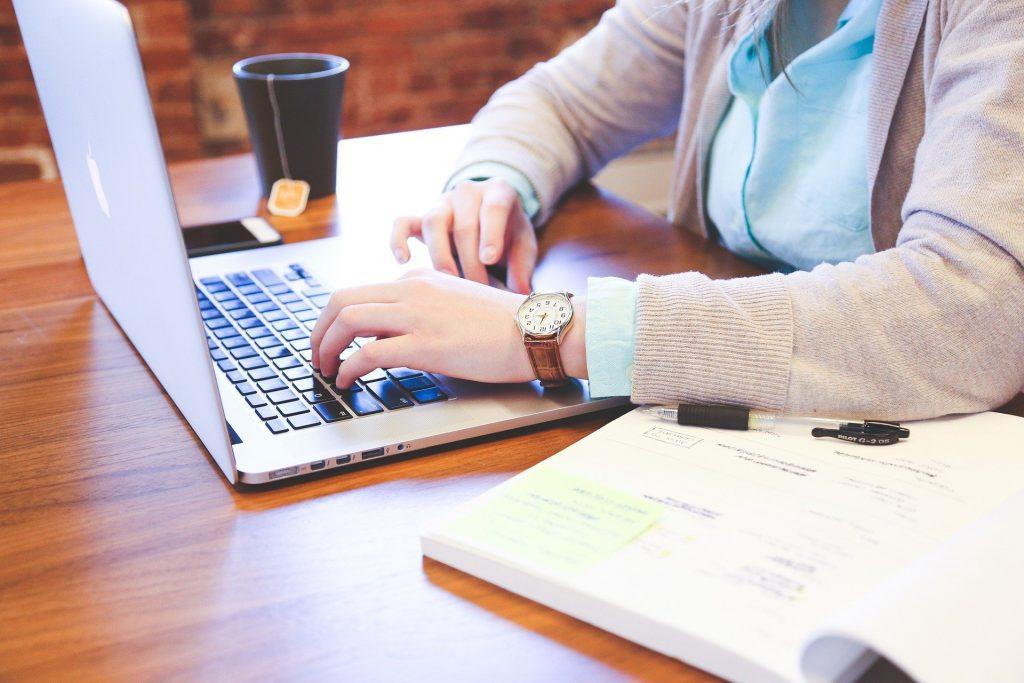 използване лаптоп